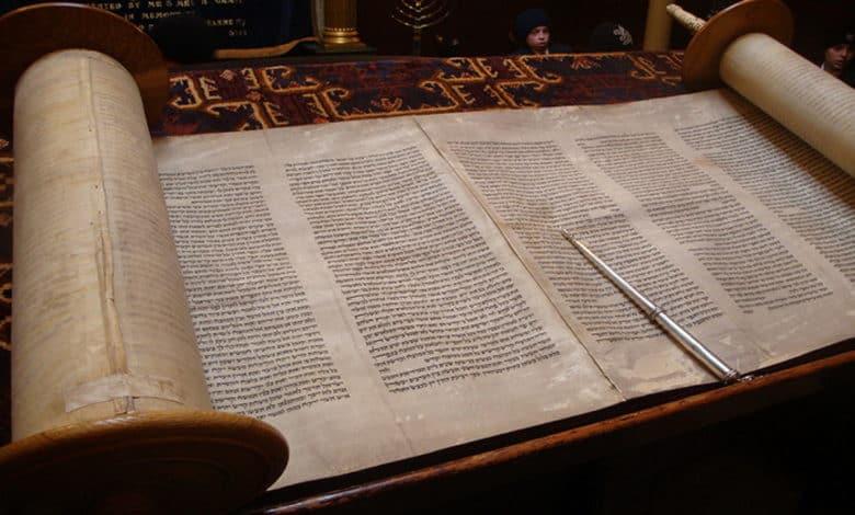Die Tora - Die Schriftrolle mit den Gebote Gottes, auch Mitzwot genannt