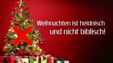 Ein Weihnachtsbaum, der ein heidnisches und nicht biblisches Fest symbolisiert