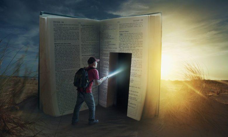 Ein Mensch, der untersucht, was die Bibel wirklich sagt und Irrlehren wiederlegt